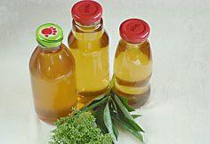 Bodzaszirup télire Hungarian Recipes, Hungarian Food, Kaja, Hot Sauce Bottles, Smoothies, Tasty, Drinks, Syrup, Caramel