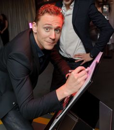 Tom Hiddleston Funny face large HQ image