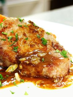 Medaglioni di maiale alla birra Pork medallions with beer are what it takes when you want a tasty but also rather refined second course. Diced Pork Recipes, Veal Recipes, Wine Recipes, Chicken Recipes, Cooking Recipes, Italian Casserole, Pork Medallions, Food Carving, Pork Dishes