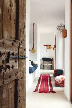 Magnificent Chez Luis Galliussi à Ibiza – door, hassocks, alcove bed! The post Chez Luis Galliussi à Ibiza – door, hassocks, alcove bed!… appeared first on Home Decor . Ibiza, Style At Home, Ethno Design, Interior Inspiration, Design Inspiration, Inspiration Boards, Sweet Home, Turbulence Deco, Deco Boheme