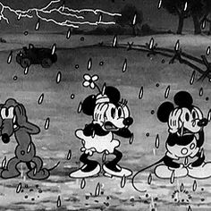 25 classic Mickey Mouse GIFs to celebrate his birthday 1930s Cartoons, Vintage Cartoons, Old School Cartoons, Classic Cartoons, Classic Mickey Mouse, Mickey Mouse Cartoon, Vintage Mickey Mouse, Mickey Minnie Mouse, Dark Disney