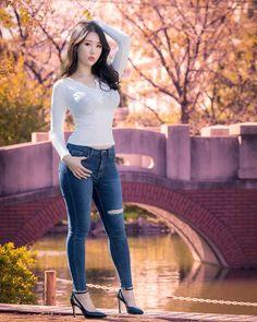 . -I am a cameraman, man!!! do not send strange e-mails! . . 가을이 왔어요 . 아라카와 유원지에.... - -메리 크리스마스~~~ - -몇일 안남았네요 - -남은 몇일 이라도 잘 보내야 하는데 -… Fall Outfits 2018, Summer Outfits, Sexy Jeans, Skinny Jeans, Skinny Asian, Girl Fashion, Fashion Outfits, Striped One Piece, Cute Asian Girls
