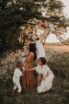 Family Photos What To Wear, Outdoor Family Photos, Fall Family Pictures, Family Picture Poses, Beach Family Photos, Family Photo Outfits, Picture Ideas, Family Shoot, Family Photo Sessions