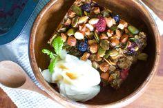 Denne bagte havregrød smager som dessert til morgenmad, kan nemt opvarmes de næste par dage – og er en både sprød og mættende efterårsmorgenmad