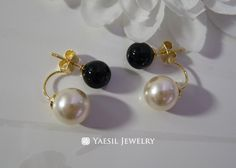 Romantic [8/10] Double Pearl Earrings in Black and Cream, Sterling Silver Post, Jet Black Onyx Earring, Bridal Earring by YaesilJewelry on Etsy