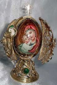 Madonna and Child Faberge Fabrege Eggs, Faberge Jewelry, Russian Art, Russian Beauty, Egg Art, Madonna And Child, Prayer Cards, Egg Decorating, Easter Eggs