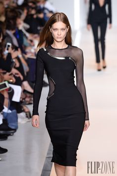 Mugler Printemps-été 2015 - Prêt-à-porter - http://www.flip-zone.com:8080/fashion/ready-to-wear/fashion-houses-42/mugler-5046 - ©PixelFormula