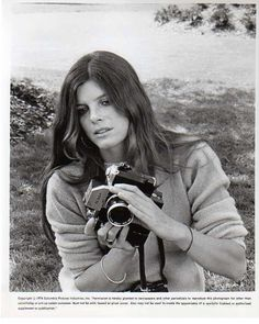 """Katharine Ross' character in THE STEPFORD WIVES was a photographer before being turned into a """"pod"""" in the original 1975 film of Ira Levin's novel. Katherine Ross, Girls With Cameras, Camera Photography, Indoor Photography, City Photography, Product Photography, Photography Lessons, Digital Photography, Classic Camera"""
