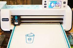紙に描いたイラストをスキャンしてそのままダイレクトにカットできるカッティングマシン「ScanNcut」の紹介。