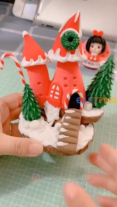 Polymer Clay Christmas, Cute Polymer Clay, Polymer Clay Projects, Diy Clay, Holiday Crafts, Christmas Crafts, Christmas Decorations, Christmas Ornaments, Creative Crafts