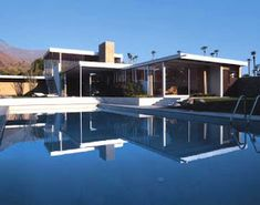 Richard Neutra's Kaufmann House in Palm Springs by Beth and Brent Harris. Richard Neutra, Modern Architecture House, Futuristic Architecture, Facade Architecture, Modern Houses, Chinese Architecture, Amazing Architecture, Arquitectos Zaha Hadid, Zaha Hadid Architects