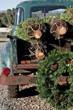 An old-fashioned Christmas - love this look even for an old vintage toy truck to display in the house. Christmas Tree Farm, Merry Little Christmas, Noel Christmas, Primitive Christmas, Country Christmas, Winter Christmas, All Things Christmas, Vintage Christmas, Xmas Trees