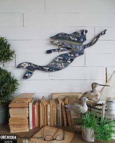 Decorazioni per Pareti Sirena, realizzato in legno con bellissimi decori decapati, perfetto per arredare la tua casa in Stile Marinaro. Sconti fino al 60% su Mobilia Store