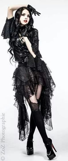 When You Want Gothic Jewelry, We Have The Tips You Need. Photo by shinycatcreations There is a lot more to owning gothic jewelry than being flashy and spending extravagant amounts of money. Gothic Glam, Victorian Goth, Gothic Girls, Gothic Lolita, Gothic Dress, Dark Beauty, Goth Beauty, Alternative Mode, Alternative Fashion