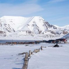 longyearbyen snowmobile svalbard 1