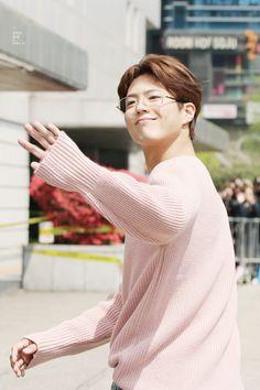 music bank Cantabile Tomorrow, Park Go Bum, Genuine Smile, Bo Gum, Flower Boys, Movies Showing, Korean Actors, Kdrama, Actors & Actresses