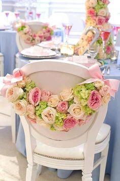 decora las sillas con flores