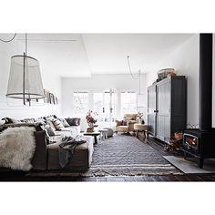 De knusse woonkamer van de binnenkijker van deze week! Bekijk het hele huis via link in bio! #woonkamer #livingroom #wohnzimmer #vardagsrum #interior #interieur #interior123 #interior4all #interieurstyling #bolig #boligpluss #boligindretning #scandinavian #scandinaviandesign #nordic #nordicinspiration #showhome #showhometop5 #countrylife