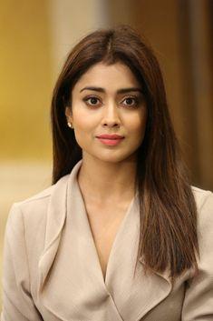 Shriya Saran Biography and Wiki and Biodata Bollywood Actress Hot Photos, Beautiful Bollywood Actress, Most Beautiful Indian Actress, Beautiful Actresses, Beautiful Ladies, Beauty Full Girl, Beauty Women, India Beauty, Asian Beauty