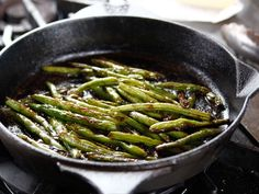 """Blistered Green Beans (Well Done, Dad: Retirement - """"The Pioneer Woman"""", Ree Drummond on the Food Network. Ree Drummond, Side Dish Recipes, Vegetable Recipes, Dinner Recipes, Pioneer Woman Green Beans, Green Bean Recipes, Beans Recipes, Pioneer Woman Recipes, Pioneer Women"""
