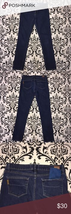 "Paige jeans denim skyline skinny jeans size 27 Paige jeans are skyline skinny style size 27 inseam 30"" Excellent condition. No rips, tears or stains. 📦📫 ships next day 📫📦 Paige Jeans Jeans Straight Leg"