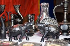 Bidriware crafts from Karnataka are made from zinc adorned with silver inlay work! Karnataka, Stalls, Lion Sculpture, Amazing, Silver, Crafts, Art, Art Background, Manualidades