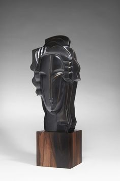 "ISABronze à patine noire reposant sur un socle en ébène. Edition réalisée sur 8 exemplaires, 2014.Signé et daté.Sculpture in bronze, black patina, on an ebony base. Edition of 8, cast in 2014.Signed and numbered.H : 40 cm (15,7"") B: 16 x 14 cm (6,3""x 5,5"")"