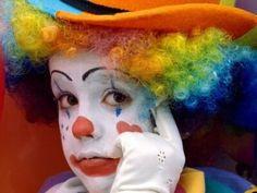 I like clowns. Circus Costume, Circus Clown, Fb Profile Photo, Auguste Clown, Clown Photos, Cute Clown, Circus Wedding, Clown Faces, Send In The Clowns