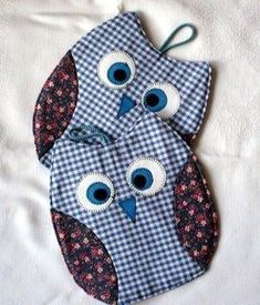 Owl Pot Holders Tutorial Free Pattern Included Video Tutorial - Patchwork - Welcome Crafts Small Sewing Projects, Sewing Hacks, Sewing Tutorials, Sewing Ideas, Diy Projects, Fabric Crafts, Sewing Crafts, Sewing Diy, Owl Sewing
