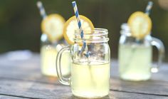 When summer gives you lemons, make fresh-squeezed lemonade! Kick those powdered mixes to the curb and replace them with organic lemons and natural, unrefined raw cane sugar for a superior lemonade recipe without any chemicals. Lemon Diet, Gastro, Summertime Drinks, Homemade Lemonade, Lactation Recipes, Picnic Foods, Picnic Recipes, Summer Cocktails, Juicing