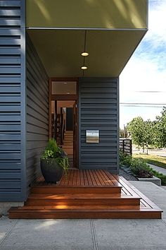 I like the wide steps to the entryway. Draws you in gradually making a slow transition from outside to inside.