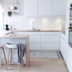 The Best Kitchen Desing Minimal Kitchen, Smart Kitchen, New Kitchen, Kitchen Decor, Kitchen Benches, Scandinavian Kitchen, Cuisines Design, Küchen Design, Cool Kitchens