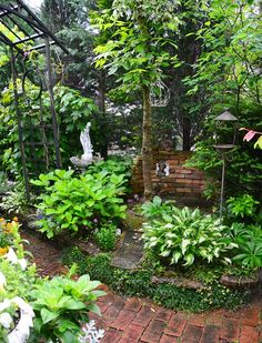 昨日の雨を喜ばなくちゃ Back Gardens, Small Gardens, Outdoor Gardens, Backyard Garden Design, Small Garden Design, Gravel Garden, Garden Paths, Side Yard Landscaping, Shade Garden