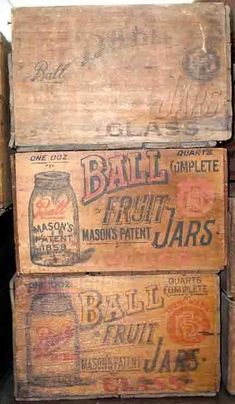 Wooden boxes in Shipping Boxes Forum - Wooden boxes in Shipping Boxes Forum Best Picture For dorm room decor For Your Taste You are look - Wooden Crates Antique, Old Wooden Boxes, Wood Crates, Decorative Wooden Boxes, Wood Boxes, Vintage Mason Jars, Vintage Bottles, Mason Jar Projects, Mason Jar Crafts