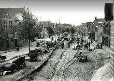 Groningen<br />De stad Groningen: Het Boterdiep in 1925 tijdens leggen van tramrails