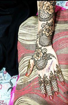 Floral Henna Designs, Latest Henna Designs, Back Hand Mehndi Designs, Mehndi Designs Book, Mehndi Designs For Girls, Unique Mehndi Designs, Dulhan Mehndi Designs, Latest Mehndi Designs, Mehndi Designs For Hands