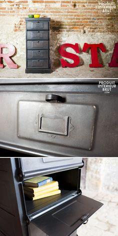 Die Metallkommode mit 5 Fächern ist ein Aufbewahrungsmöbel im typischen industriellen Retro Stil. In Victorianischegebäuden mit Stuck oder nur mit Kacheln, passt dieser Metallschrank überall