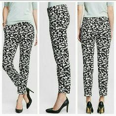 Banana Republic Hampton pants. Classy and chic Banana Republic fit ankle crop pants. Black background with white floral print. Pair with a chic top and a blazer.  Size 00P Good condition Banana Republic Pants Ankle & Cropped
