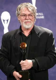 Bob Seger was born May 1945 in Lincoln Park, MI. He lived in Dearborn until… I'm 7 days younger, born the same year & the same State of Mich. Musica Country, Bob Seger, Famous Singers, I Love Music, Ann Arbor, My Favorite Music, American Singers, Classic Rock, New Wave