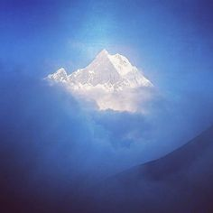 """via. @travel_cards  """"Amazing Fishtail in Annapurna Sanctuary. . . . #machapuchare #FishTail #Nepal #Himalaya #mountains #góry #AnnapurnaSanctuary #hollyMountain #blue #peak #highMountains #Himalaje #landscape #clouds #mystic #magic #nigt #evening""""  Zobacz więcej podróżniczych inspiracji na: http://ift.tt/2k1V00E  Polub nas na fb: http://ift.tt/2qiHjxm Poznaj nas na Twitterze: http://twitter.com/wagabundaclub - Polub nasz profil i oznacz nas na zdjęciu @wagabundaclub a podamy Twoje zdjęcie…"""