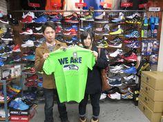 【新宿2号店】2015.01.25 シーホークスファンのカップルさんです(^^♪♡楽しいお話ありがとうございました!またお待ちしております(^^♪