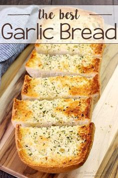 This really is the BEST Garlic Bread recipe! It& so easy and delicious! This really is the BEST Garlic Bread recipe! Its so easy and delicious! Best Garlic Bread Recipe, Homemade Garlic Bread, Easy Garlic Bread, Garlic Recipes, Homemade Breads, Good Food, Yummy Food, Delicious Desserts, Le Diner