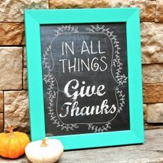 Decorate your fall mantel with this free printable and remember to be thankful!