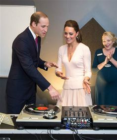 Duchess Kate, Prince William commemorate D-Day, visit with WWII vets   Story   Wonderwall