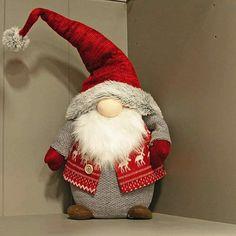 Christmas Knomes, Christmas Elf, Rustic Christmas, Homemade Art, Crochet Crafts, Christmas Tree Decorations, Diy Art, Holiday Crafts, Diy And Crafts