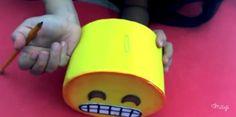 Alcancia con forma de emojis de goma eva 13