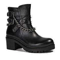#Desa #DeriBot #Deri #Bot #LeatherBoots #Leather #Fashion #DesaFashion #WomenFashion #DesadaBuSezon #Style #Trend