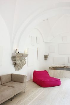 An 500 years old ancient cloister was Converted into a modern family home in Gotic, the design by Barcelona-based studio MINIM. Designers: Elina Vilá and Interior Architecture, Interior And Exterior, Spanish Architecture, Living Area, Living Spaces, Living Rooms, Tadelakt, Feng Shui, Space Interiors