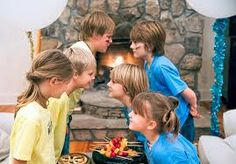 Organize A Progressive Family Game Night  #familygamenight #partyideas #familyfun