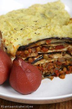Herfstovenschotel met linzen, aubergine en zoete aardappel